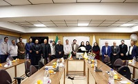 اهدا حکم سفیران صلح و دوستی به بانوی فرهنگی