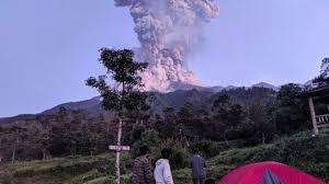 فوران یک کوه آتشفشانی در اندونزی + فیلم
